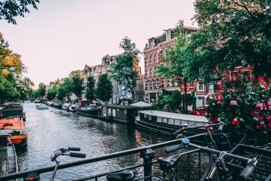 amsterdam-architecture-bicycles-1414467